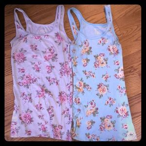 2 floral tanks top size Size medium